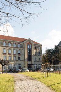 Maison Saint Louis de Beaulieu, vue côté parc/parking