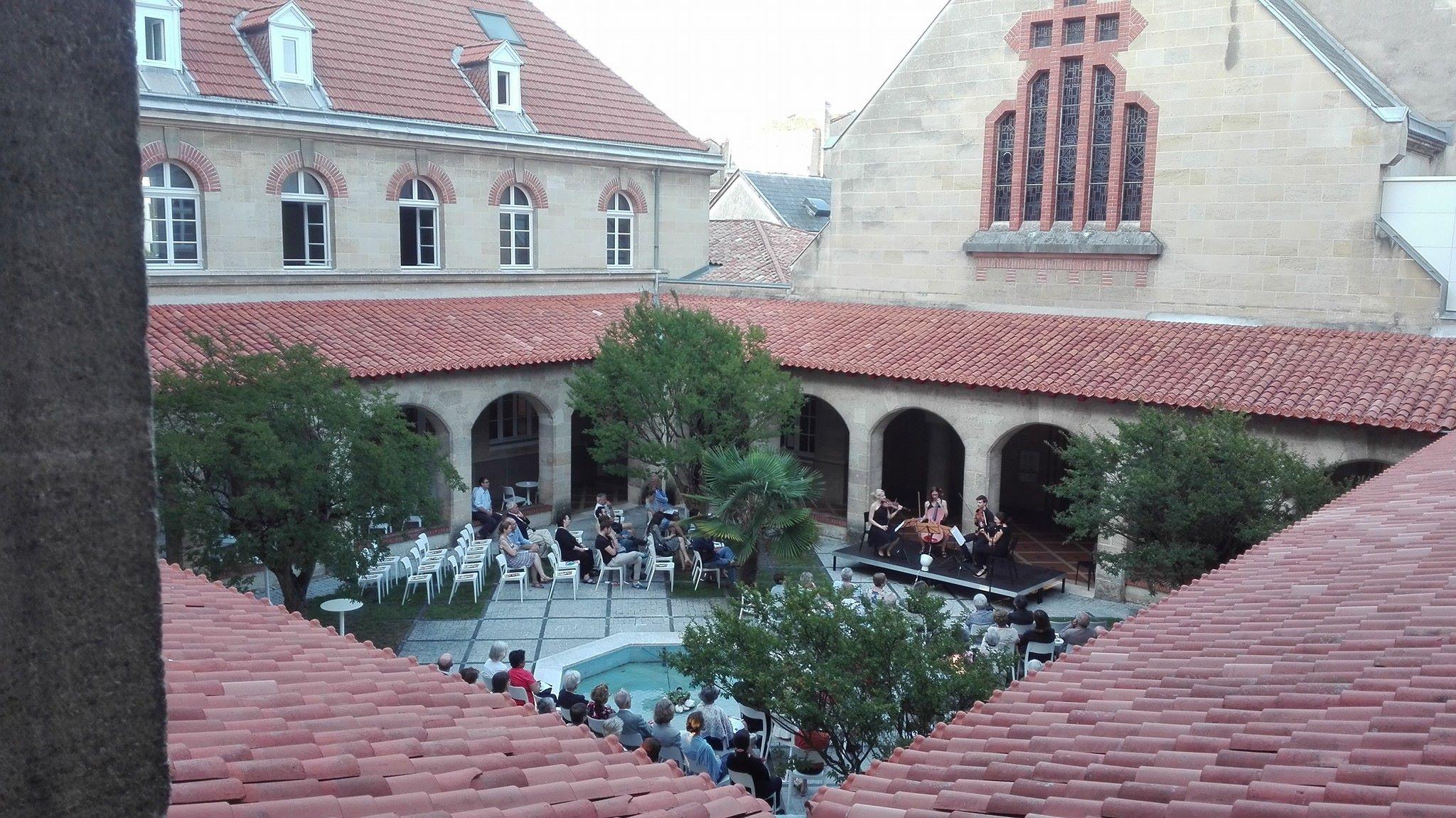 Le cloître accueille concerts et expositions